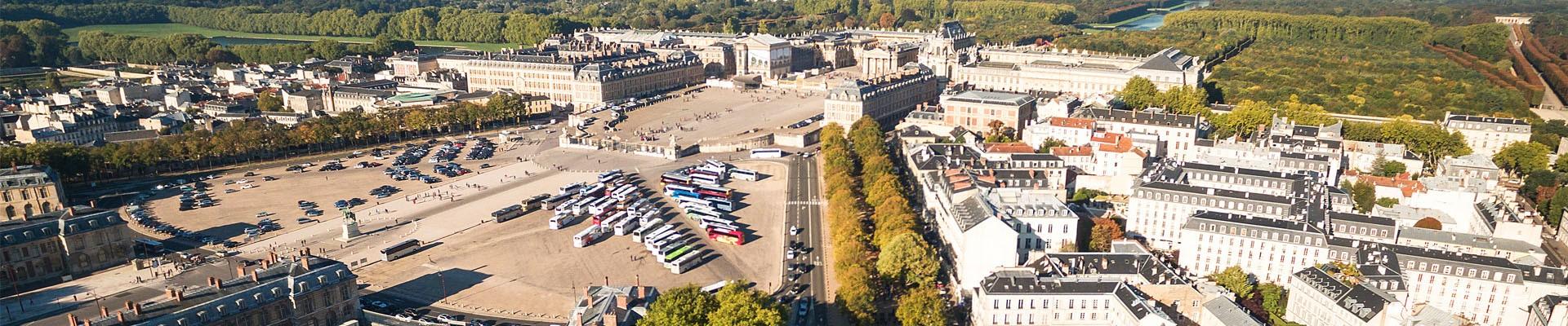 Estacionamiento de la Place d'Armes vista desde el cielo