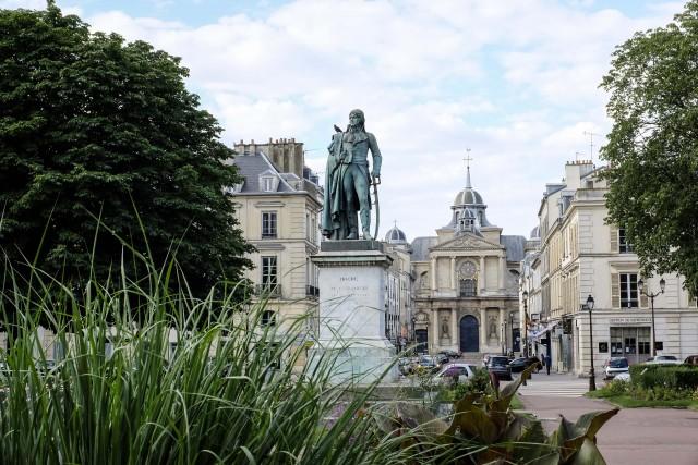 Dans la ville de Versailles