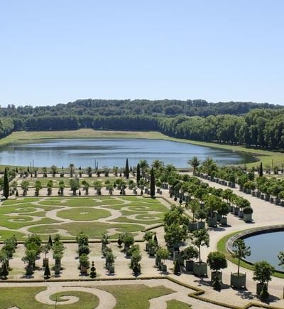 Dans le parc et les jardins du chateau