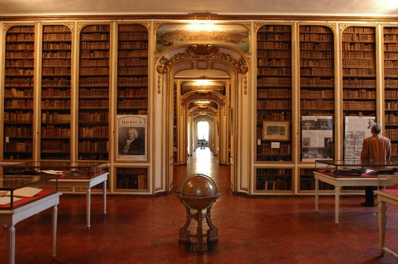 Intérieur de la bibliothèque municipale de Versailles