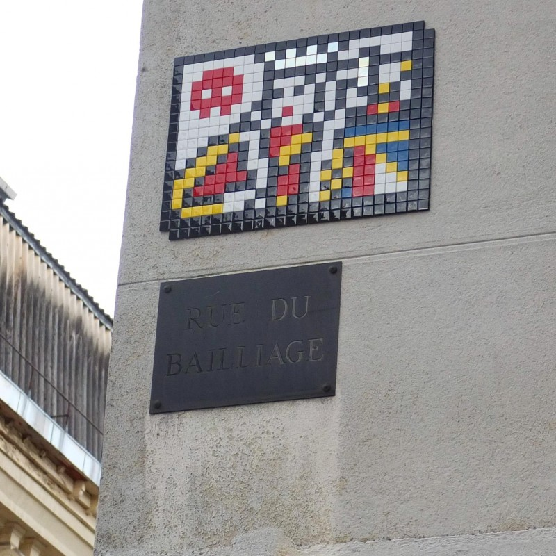 Invader en una pared rue du Baillage en Versalles