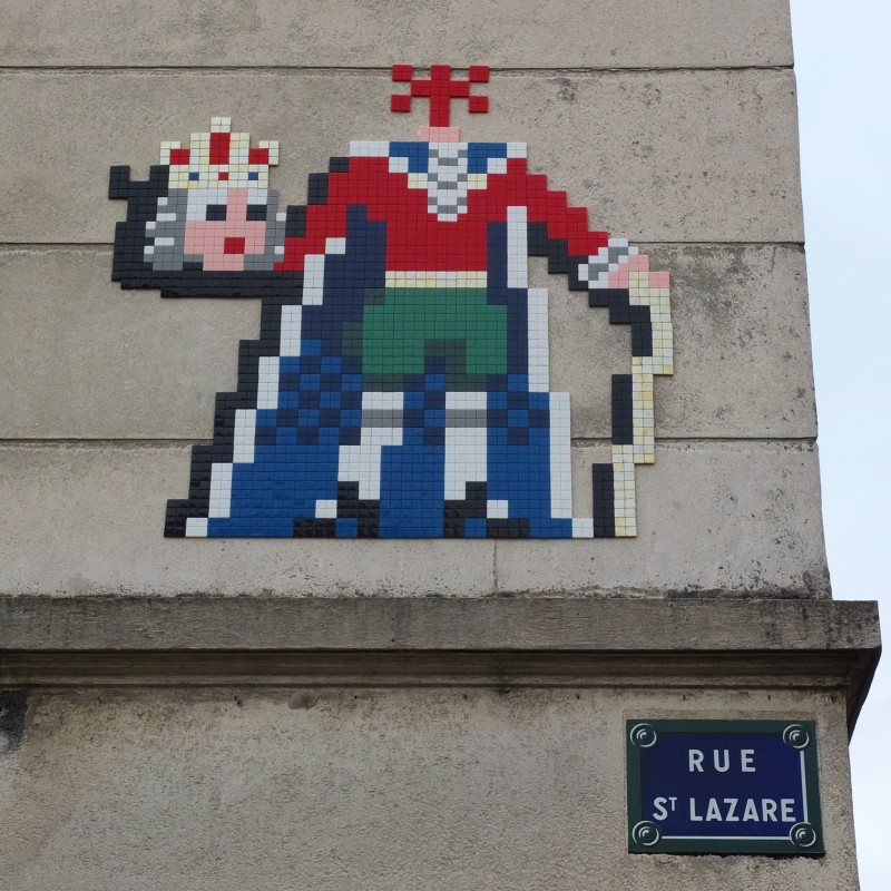 Invader on a wall rue de Saint Lazare in Versailles