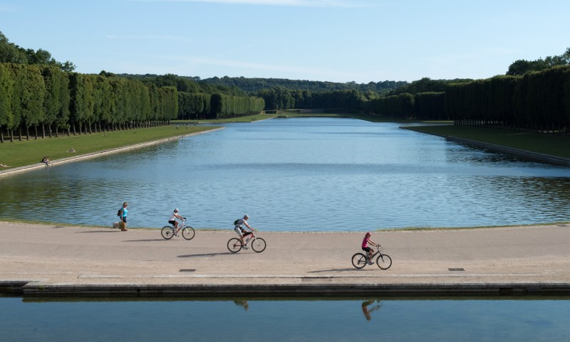 grand-canal-avec-velos-chateau-de-versailles-thomas-garnier-detail-27875