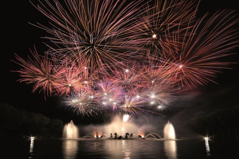 Aguas Musicales Nocturnas -  fuegos artificiales - jardines - Palacio de versalles - fuentes