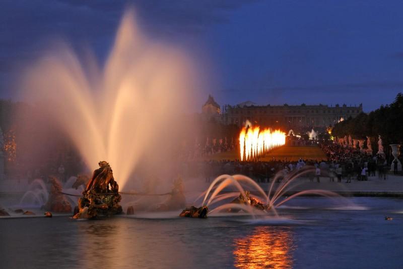 Aguas Musicales Nocturnas - Estanque de Apolo -  fuegos artificiales - jardines - Palacio de versalles