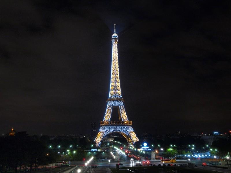 Paris le soir - balade - Versailles - peugeot 504 - French vintage shuttle - tour eiffel