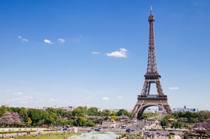 Paris - balade - Versailles - peugeot 504 - French vintage shuttle - tour eiffel