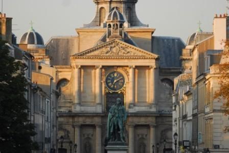 Statue Hoche devant l'Eglise Notre Dame